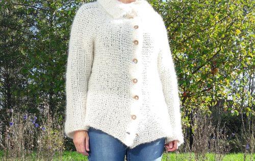 Knitted cardigan in fluffy, bulky yarn.