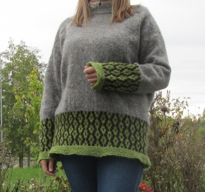 The knitted female sweater Spire, the Norwegian word for sprout.